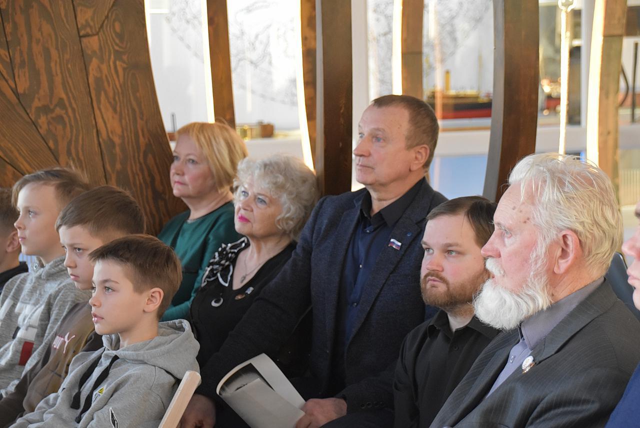По инициативе депутата областного Собрания Виктора Зари в Архангельском Северном морском музее состоялся показ фильма Максимка